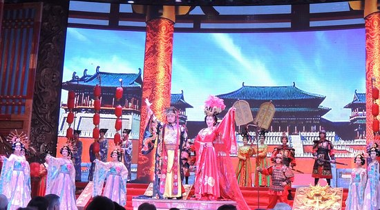 Evening Tour: Xi'an Tang Dynasty Music and Dance Show and Dumpling Banquet: Tang Dynasty dancers