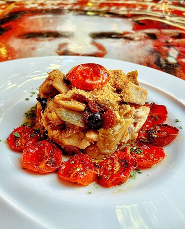 Baccalà, scarola, olive capperi e pomodorini confit