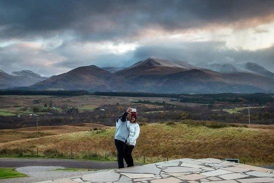 エディンバラ出発のネス湖、スコットランド高地、ウイスキー蒸留所1日ツアー