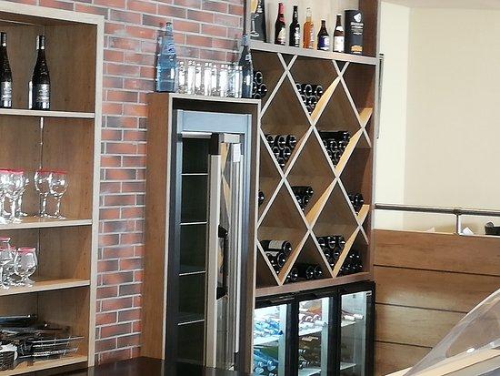 Beaupreau, Ranska: Notre cave à vin