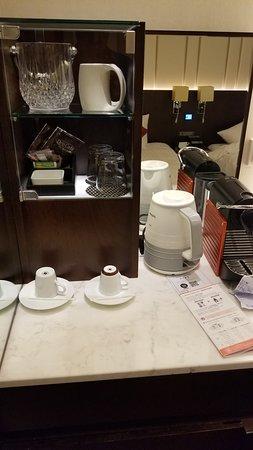 tea/coffee set with kettle.