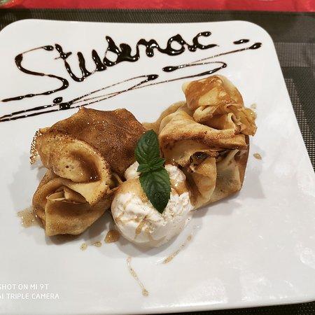 Pancakes with apple, honey and vanila ice cream