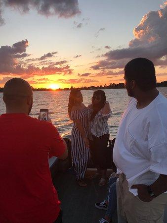 This Awesome family from Longwood, Florida enjoyed a spectacular Sunset on lake Lulu 🌅