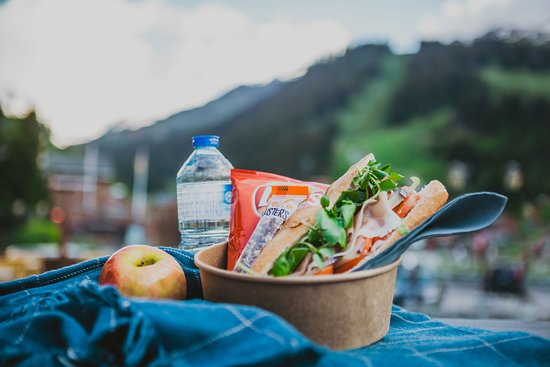Packed lunch 12€! Take your lunch with you for a picnic in the beautiful 3 Vallées. Includes a homemade baguette with your choice of fillings, fruit, crisps, homemade cake or cereal bar, and water. We'll even provide a lunch box with ice-pack and a carabiner to clip to your bag.