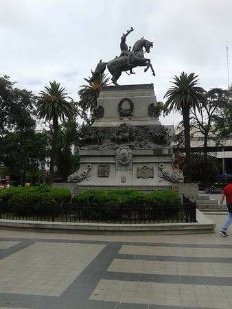 Monumento al General San Martìn en Plaza San Martin: Ciudad de Còrdoba- Argentina 2020.