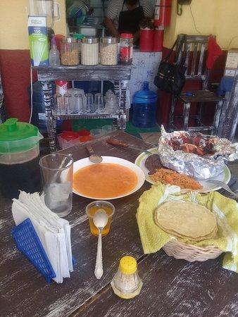 Hoy martes El frijol Charro le ofrece su comida corrida, Mixiotes de pollo, acompañados de, sopa aguada, guarnición, (frijoles refritos y arroz rojo), agua de jamaica, (un litro), tortillas hechas a mano, y postre, solo por $ 70.00 Le esperamos en calle 48 entre 35 y 37. contamos con servicio para llevar.