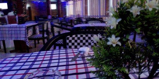 Bienvenue au délice Sucré salé de Bertoua. Le meilleur endroit pour vos repas en famille, entre amis et en couple. Venez vivre d'incroyables moments magiques en nos lieux. Décors époustouflant et le repas toujours à la hauteur de vos attentes.
