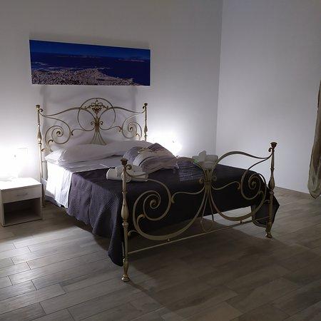 Province of Trapani, Italia: Appartamento appena ristrutturato al p.t. in una zona centralissima, composto da due camere da letto due bagni e cucina.L' appartamento dispone di tutti i confort clima e t.v. in tutte le camere