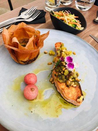 Photos de la nouvelle carte 2020.  Friture de rougets , Le Stockholm, Bouratina , l'OpsiBleu , Le Budin con pan , Le Toro!  J'ai TOUT gouté! Une EXPLOSION en bouche ! En plus de ces délicieux plats , le nouveau décor , les cocktails de Stive et la vue panoramique font de ce restaurant N1 de la GM !  BRAVO au chef Damien et toute l'équipe SunSet LGM !