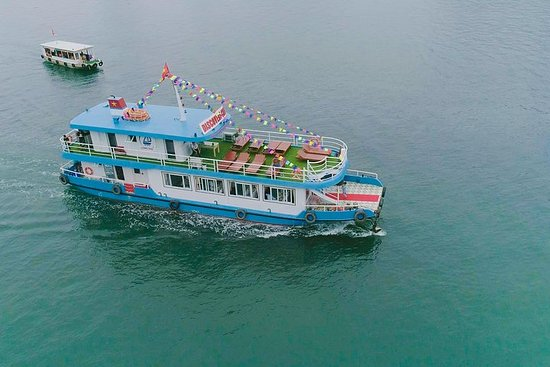 Halong Bay Discovery Cruise Luxury Day...
