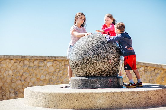 The Floating Rock Sphere was designed by Ursula and Fred Ahlhauser in 2001 and is a much loved feature of the Rockingham coastal strip.