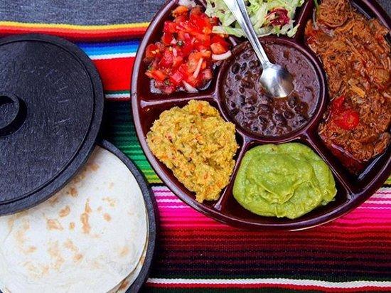 Tacos mejicanos Chacarero inimitabili!  Salsine tipiche accompagnate con le tortillas di mais (possibilità di avere anche per i celialici).  Cosa puoi bere insieme? Ovviamente una fresca margarita come se fossi in Mejico