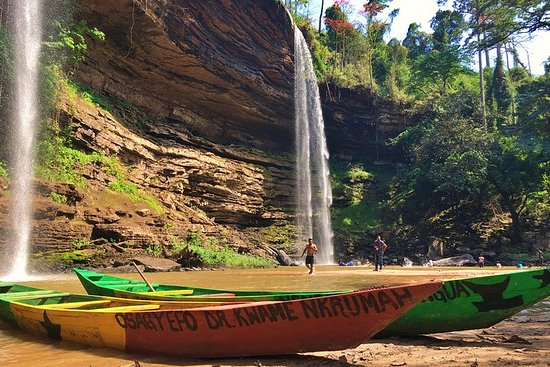 Boti Falls and Aburi Botanical Gardens Private Tour with Lunch