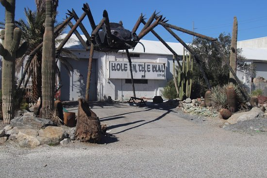 North Palm Springs, CA: Hole in the wall