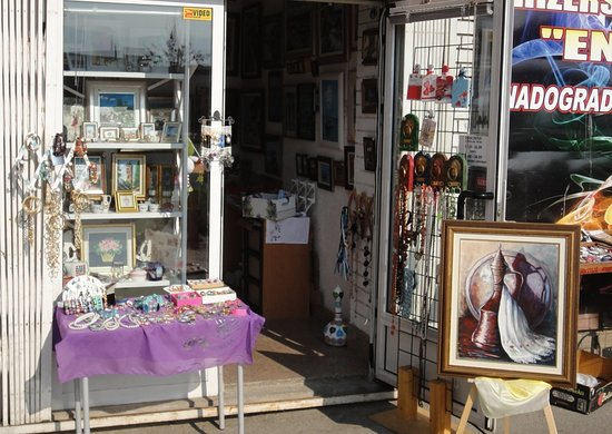 Big selection of paintings, handicrafts, decorations and souvenirs