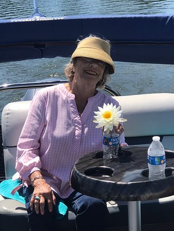"""Cruising the Chain of Lakes with our wonderful guests is a fun filled family adventure. Spectacular Sunsets 🌅 Beautiful birds, Alligators, River Otters and gorgeous lakeside homes. We create """"Great Tours and Better Memories,"""" for our Guests 😎🐊🦅🚤🦦"""