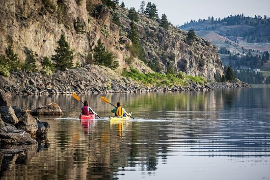 Okanagan Wine Country Kayak, Wine, and Picnic Tour