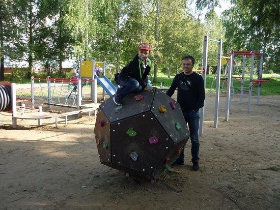 Kultayevo, Rusia: Субботник в парке у Дома Культуры