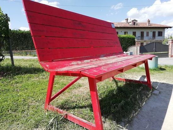 panchina gigante rossa
