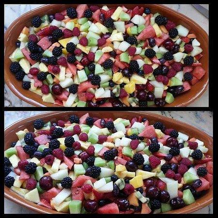 A nossa maravilhosa salada de fruta fresca. Com 17 variedades de frutas. 😉 #MeryDoceMeryPaixão-Pela-Comida-caseira.