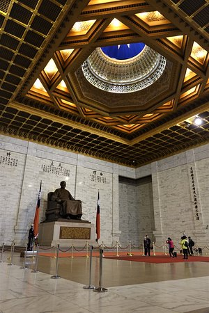 ‪‪Zhongzheng District‬, טאיפיי: The main hall, with a lovely ceiling‬