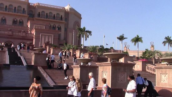 Emirates Palace Guided Tour with Cappuccino: Un paradiso per extraterrestri
