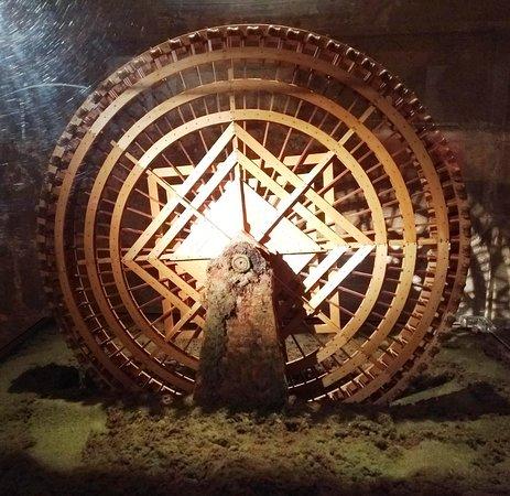 Miniatura de roda d'água em maquete na Torre de Calahorra, em Córdoba.