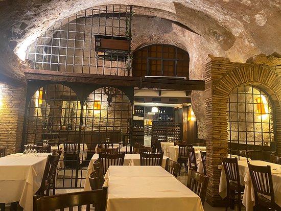 Una location incantevole ed un cibo super! Locale pulitissimo e attenzione per i clienti eccellente! Grazie ragazzi torneremo presto!