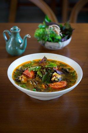BÚN ỐC LÀNG KHƯƠNG THƯỢNG Rice noodles with escargot in summer stock. 65,000 VND