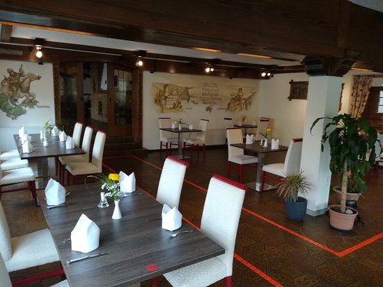 Eines von drei Restaurant-Räumen wo das Mittag,Kaffee und Abendessen statt fand.