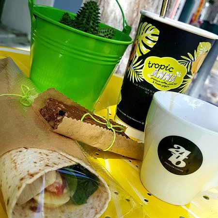 a full healthy breakfast is ready for you! Morning energy on!