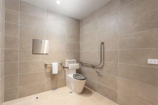 Accessible Deluxe Room - Bathroom