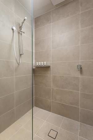Deluxe Room- Bathroom