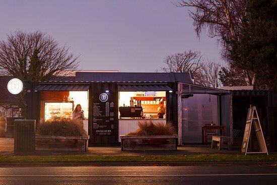 Izzy's Cafe & Coffee Bar Cnr Bealey Ave & Durham Street, Chch Large, free carpark off Durham Street Image by Heather Joy Photographs