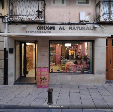 Restaurante ubicado en la Plaza del Mercado de Logroño, con terraza. Especialidad en brasa y comida orgánica.