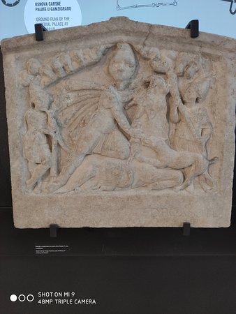 Bog Mitra ubija bika smatra se religijom na kojem je izgradjeno Hriscanstvo prva crkva na temeljima crkve u Rimu