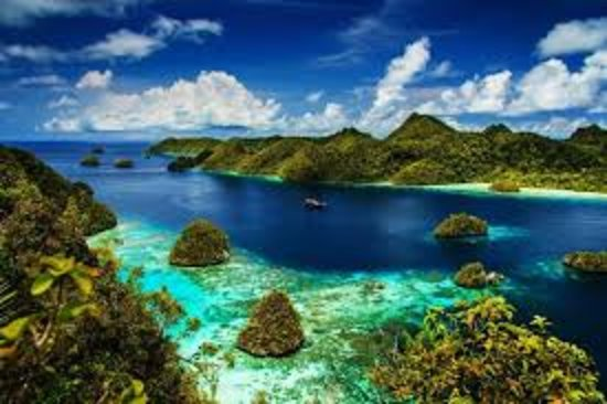 Indonésia: this is one of the sights that you can enjoy in Indonesia and of course there are many more natural beauty that is there, if you are interested in going to Indonesia, here are the links of the places that must be visited in Indonesia. this is the link ''http://exe.io/gmE2DYY''