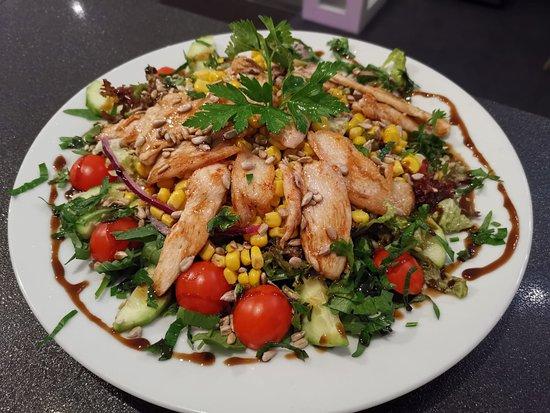 Langenselbold, Tyskland: Hänchenbrust Salat