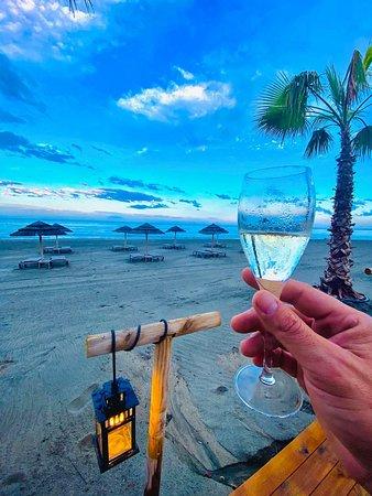 L'endroit idéal pour se détendre autour d'un bon repas au bord de mer sur Sant Lucia di Moriani