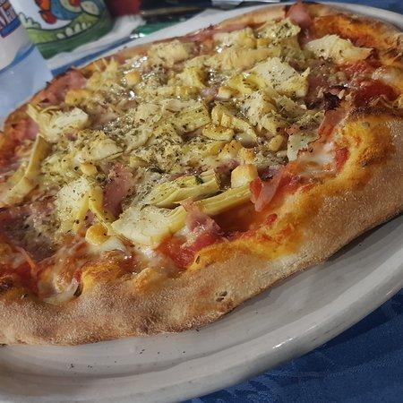 Pizza 4 gusti più caciocavallo e olio di peperoncino