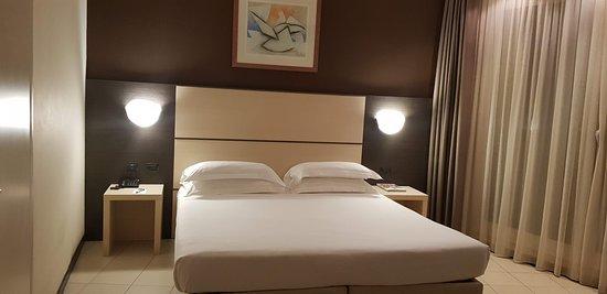 Las habitaciones son amplias y cómodas; con buena limpieza diaria.