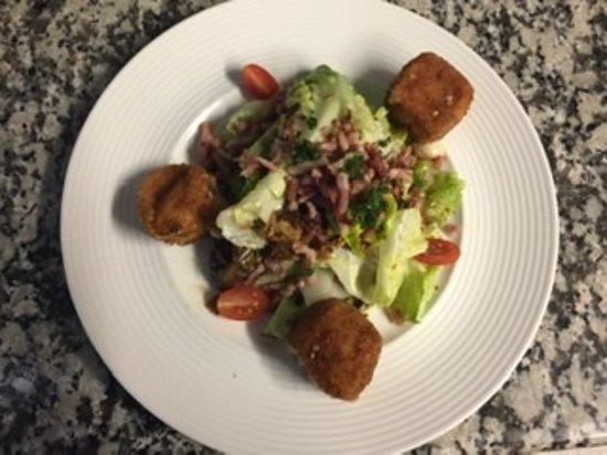 Munster frit sur salade aux lardons