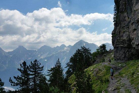 Picos dos Balcãs: lago Koman, Valbona...