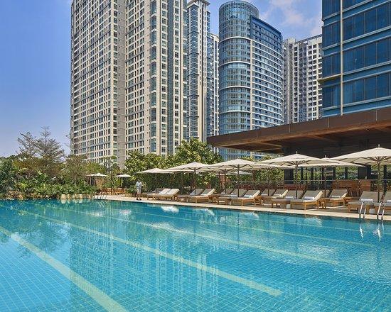 Grand Hyatt Manila, Hotels in Luzon