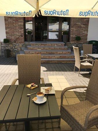 Mecseknádasd, Magyarország: Malom Kávézó . A legjobb kávé a Mecsekben . Jo torta is lehet kapni, gyönyörű terrasz és bent is szép