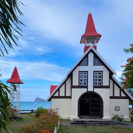 Little piece of heaven 😊 The iconic Red Church