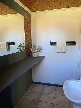 Cess en suit room bathroom