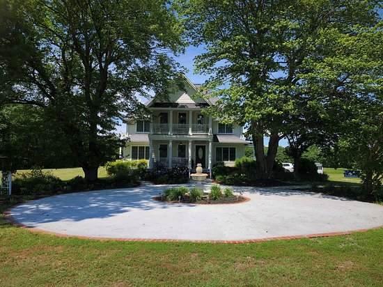 Reedville, VA: Celebration Circle is the perfect spot for weddings and small events.
