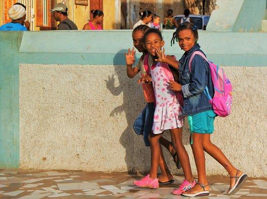 Kapp Verde: Capo Verde    Anno 2008. Saluto anche io, insieme a queste simpatiche ragazzine del….2008.