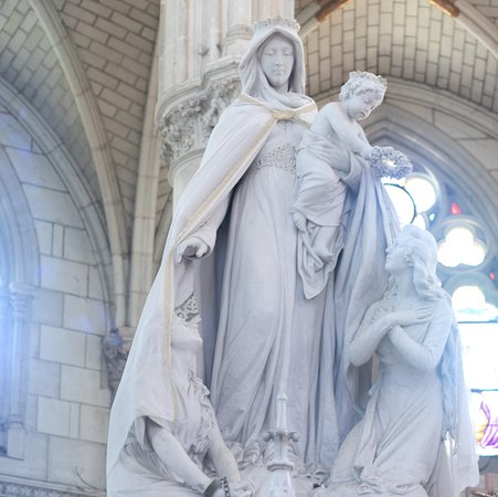 Sanctuaire Notre-Dame de Montligeon.Statut de Notre-Dame Libératrice. informations : 00 33 2 33 85 17 00 https://montligeon.org/